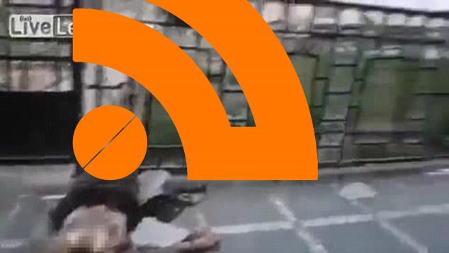 نمایش داعش با سرهای بریده شده سربازان ارتش سوریه بر بالای نیزه