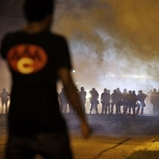نیوزویک: شهر فرگوسن شبیه به منطقه جنگی شده است