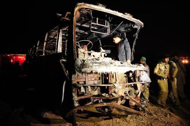 57 تن در تصادف اتوبوس با تانکر زنده زنده سوختند+ تصاویر