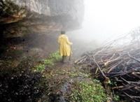زن سالمندی که غارنشین شد