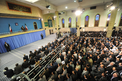 رهبر معظم انقلاب اسلامی در دیدار هزاران نفر از معلمان سراسر کشور:باید عظمت و هیبت ملت ایران محفوظ بماند