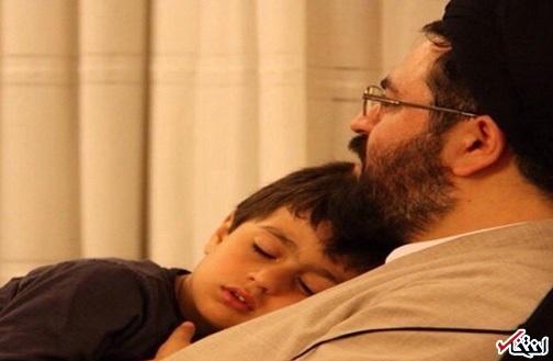 «روحالله» در آغوش سید یاسر خمینی +عکس