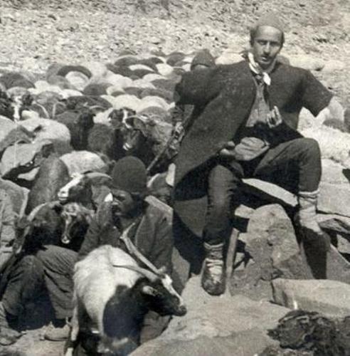 نیما یوشیج وقتی چوپان بود/ عکس