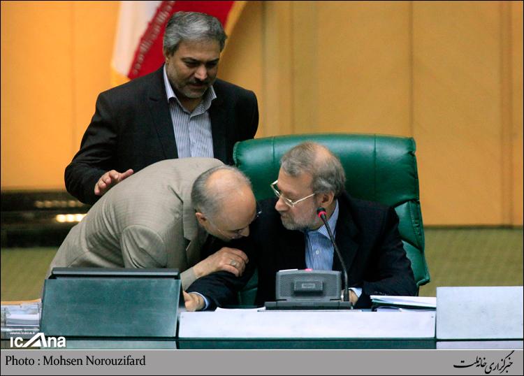 عکس/ بوسه صالحی بر بازوی لاریجانی