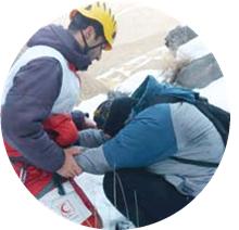 جدال ۱۱ دانشجو با مرگ در آبشار یخی آمل+ عکس