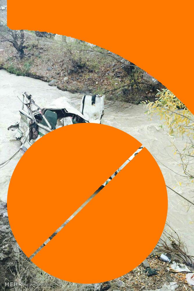 ۹ کشته و ۴ مفقود درسقوط مینی بوس زائران درجاده هراز+اسامی کشته شدگان