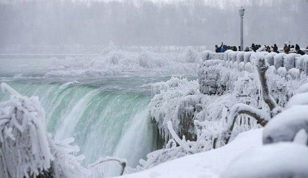 نیاگارا بزرگترین آبشار جهان یخ زد!