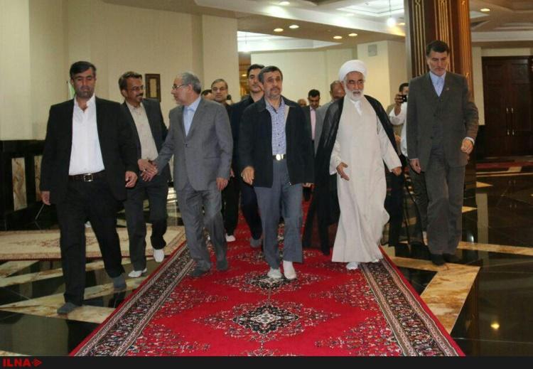 تصویری از حضور احمدینژاد در مرقد امام (ره) و غیبت سیدحسن خمینی