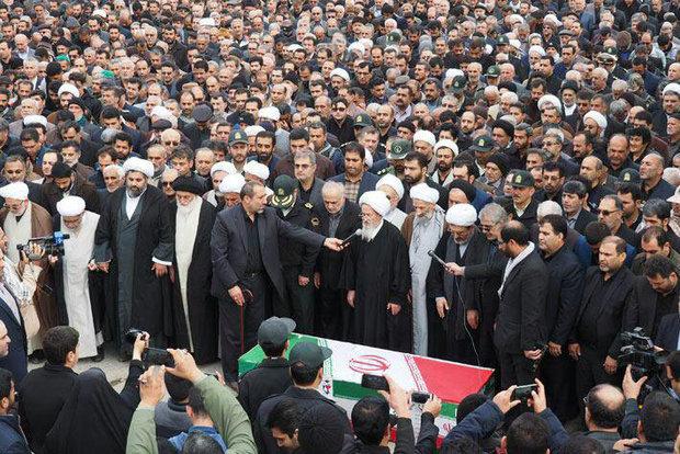 تشییع پیکر پدر شهیدان طوسی در اربعین حسینی