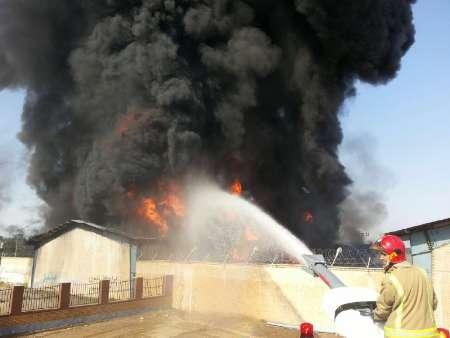 آتش سوزی در انبار لاستیک و لوازم تزئینات خودرو در آمل