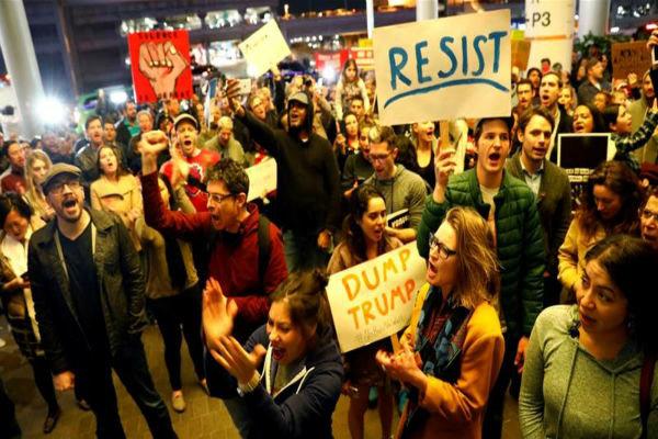 ادامه اعتراضات مردم آمریکا علیه سیاست «محدودیت مهاجرتی» ترامپ