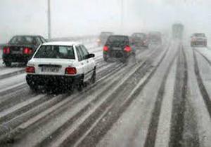 برف باعث مسدود شدن جاده هراز وکیاسر شده است