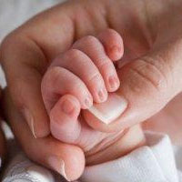 دلایل خشکی و التهاب پوست نوزادان در زمستان + راهکارهای درمانی