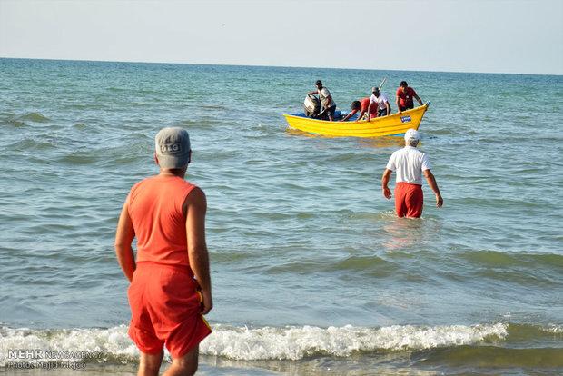 ۶۰ مسافر در ساحل محمودآباد از غرق شدن نجات یافتند