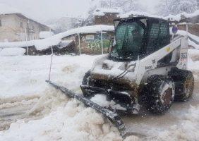 ارتفاع یک متری برف در چهار دانگه ساری و قطع برق در منطقه پشتکوه