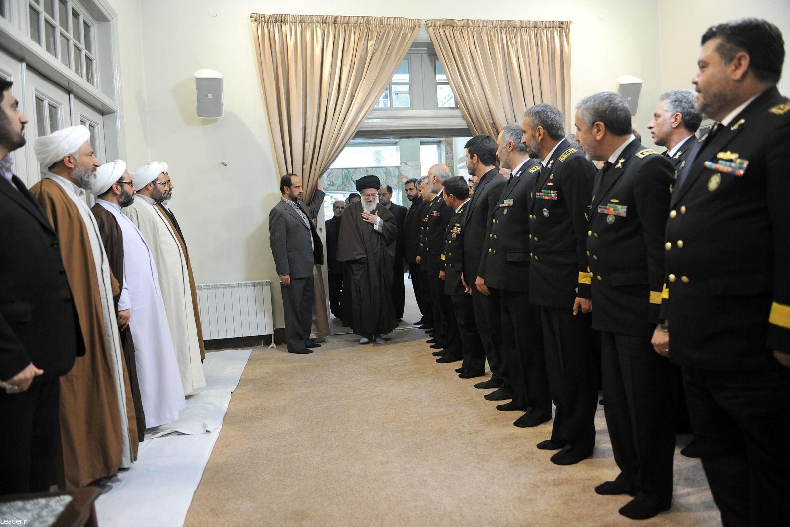 رهبر معظم انقلاب اسلامی در دیدار فرماندهان و مسئولان نیروی دریایی ارتش: روحیه مقاومت و ایستادگی مایه آبرو و اعتبار نیروهای مسلح است