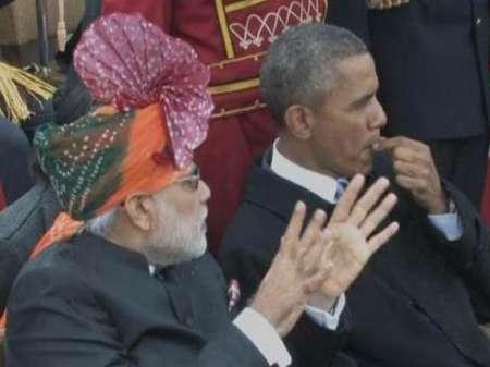 آدامس جویدن اوباما در رژه ارتش هند (عکس)