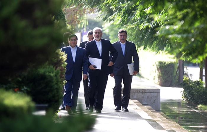 (تصاویر) لاریجانی به استقبال ظریف رفت