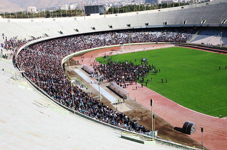 آخرین دور افتخار نوروزی در ورزشگاه آزادی روی دستها