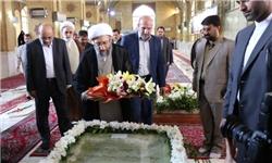 ادای احترام آیتالله آملیلاریجانی به مقام شامخ شهدای مازندران