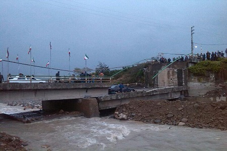 ۵ تصویر کمتر دیده شده از حادثه ریزش پل نشتا در تنکابن