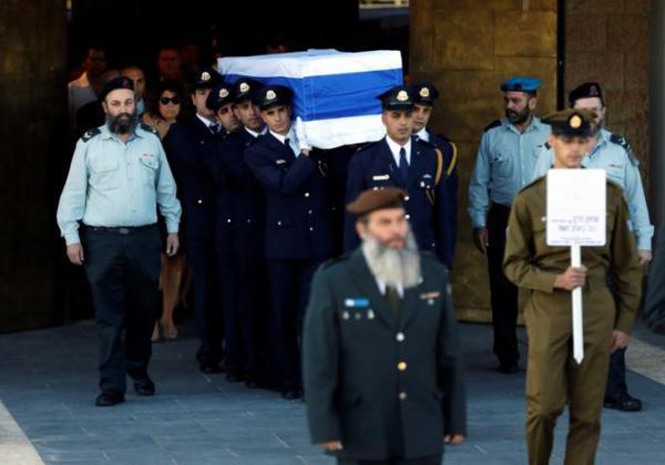 دست دادن محمود عباس و نتانیاهو در مراسم تشییع جنازه پِرز
