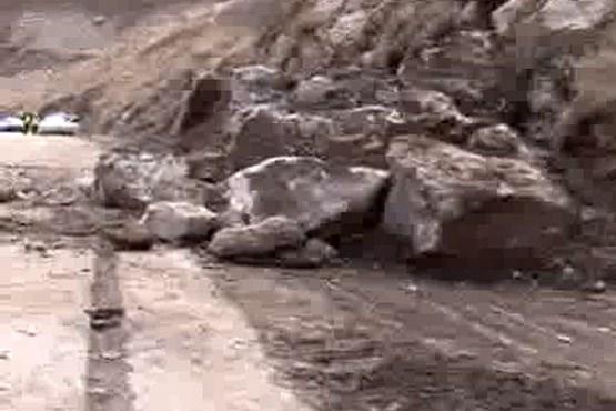سقوط مرگبار سنگ در جاده سوادکوه