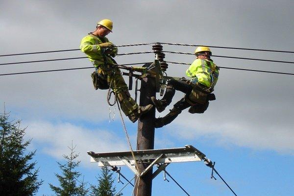 شبکه های برق ۶۰۲ روستا بازسازی می شود