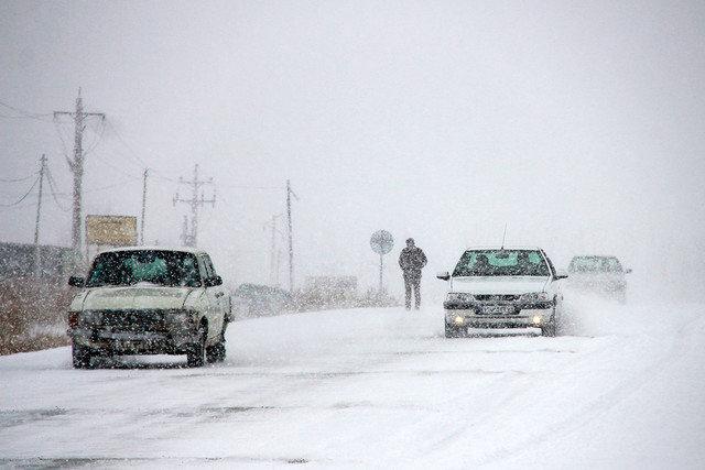 ارائه خدمات امداد و نجات به حادثهدیدگان برف و کولاک توسط ۲۶۵ نیروی امدادی لرستان