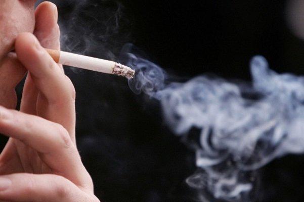 دود سیگار به روده ها آسیب می رساند